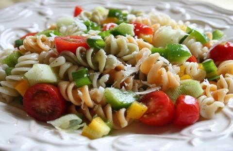 1200px-Pasta_salad_closeup
