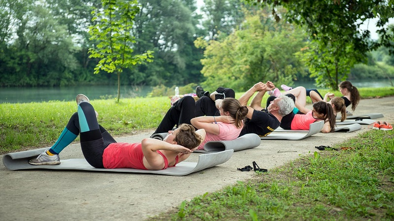 crunches-for-the-summer-body-at-BIG-BERRY