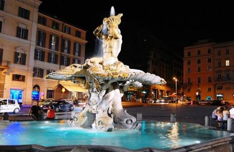 roma-piazza-barberini-e-fontana-del-tritone