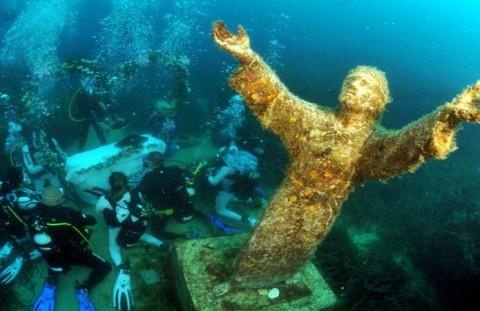 statua cristo del circeo